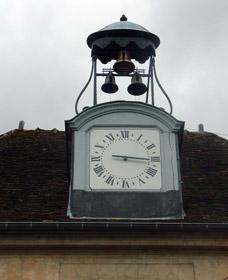 Horloge du château de Hénonville restaurée