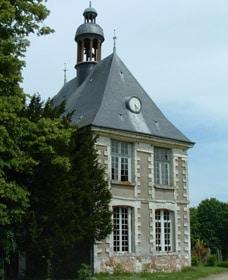 Château de Mauny avec cadran en son centre