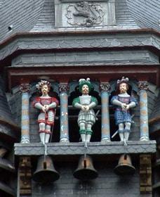 Picantins sur l'horloge de l'Hôtel de Ville de Compiègne