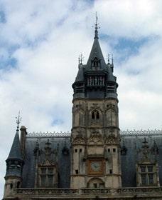Façade de l'horloge de la mairie de Compiègne
