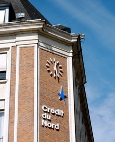 Façade de la banque Crédit du Nord de Lille avec horloge Huchez