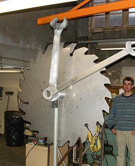 Les aiguilles dans un atelier avec un ouvrier