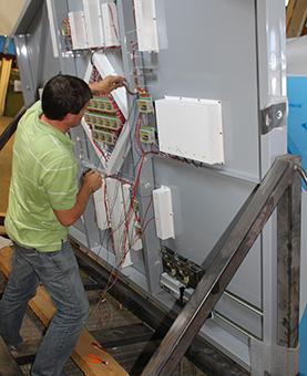 Installation des circuits électriques d'une horloge huchez
