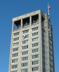 Façade de la mairie du Havre avec cadran Huchez