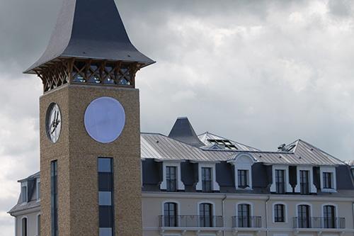 Horloge Huchez sur la façade du Printemps