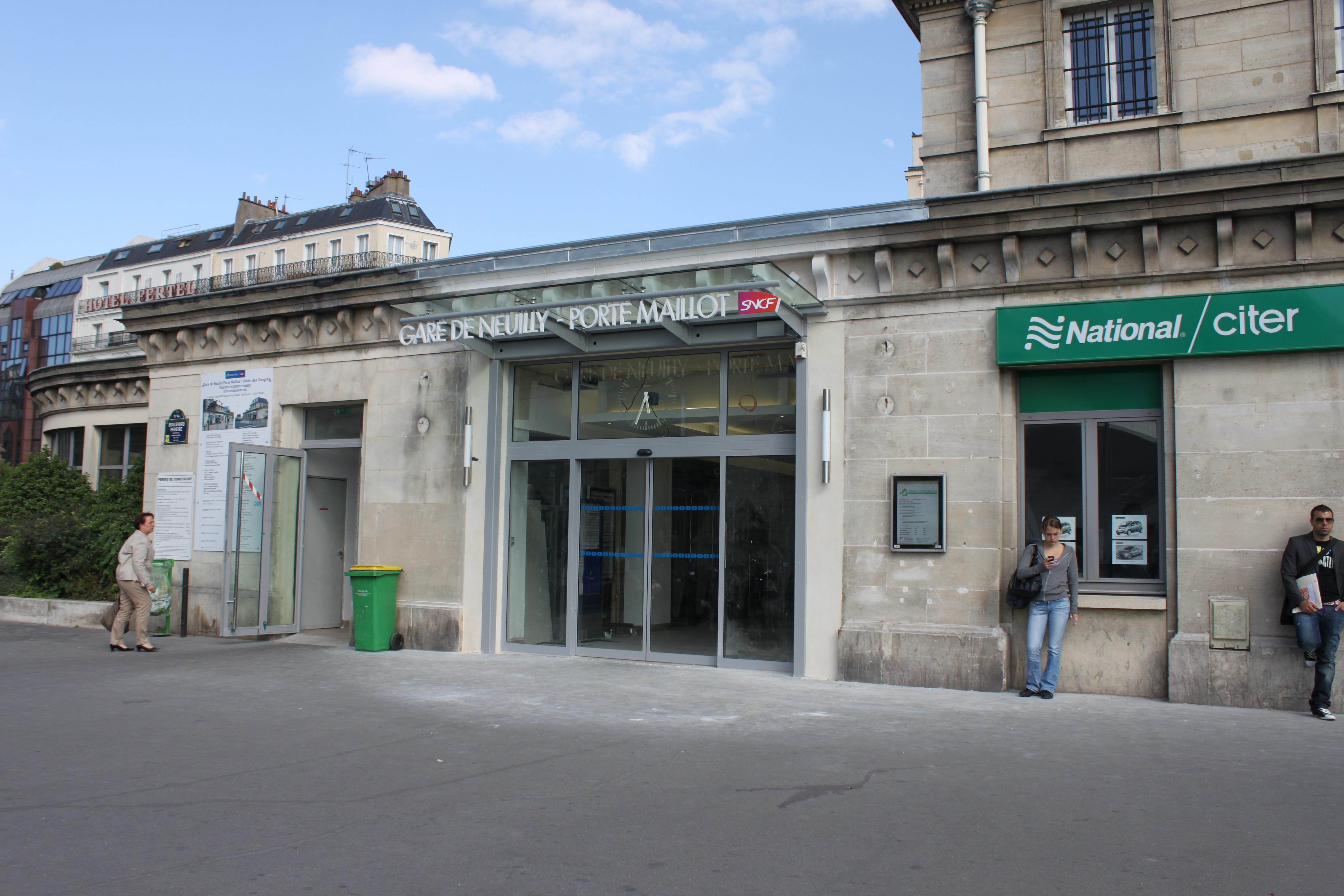Photo de la gare SNCF de Neuilly - Porte Maillot avec horloge Huchez